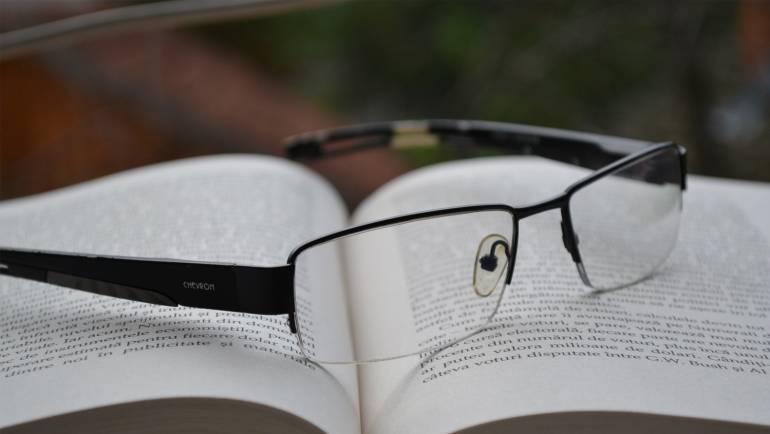 Zakaj so gotova bralna očala lahko nevarna?