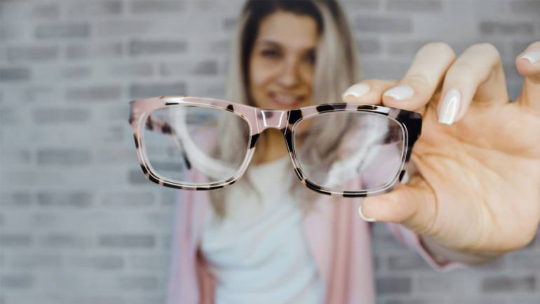 S kontaktnimi lečami ne smemo nadomeščati očal